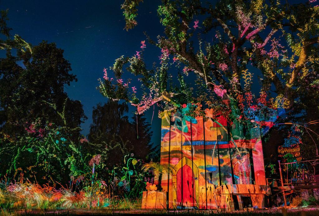 Bunter Abend 10 | Den Garten in ein Märchen verwandeln.Es bedarf nur  viele meiner Bilder, einen Photoapparat, 6 Projektoren, einen Kopf voll Ideen und einen Abend Zeit sie sichtbar zu machen. Diese Motive können sich auch zur Gestaltung von Postkarten, Einladungen oder Sprüchen eignen. - enjoy!