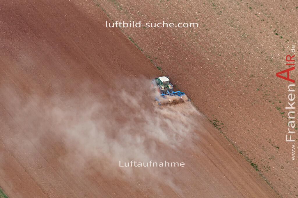 tracktor-trockenheit-2020-3761 | Aktuelles Luftbild von tracktor-trockenheit  - Die Luftaufnahme wurde 2020 mittels UL-Flugzeug erstellt ( keine Drohne ) - hochauflösende Kamera-Systeme von  Canon - Beste Qualität - Für grossformatige Ausdrucke geeignet. Die Geschenkidee !