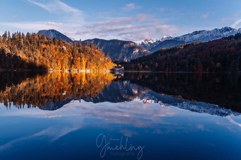 Spiegel am Wasser | Herbst am Hechtsee bei Kufstein.