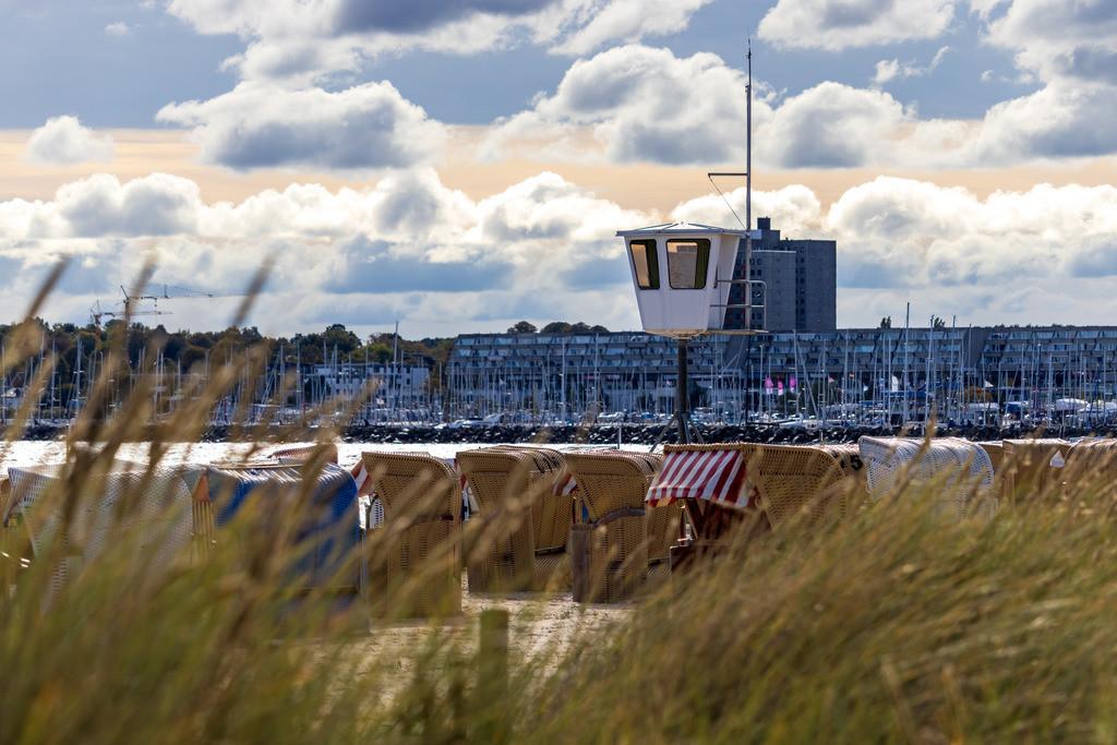 Strand in Strande | Blick nach Schilksee vom Strand in Strande