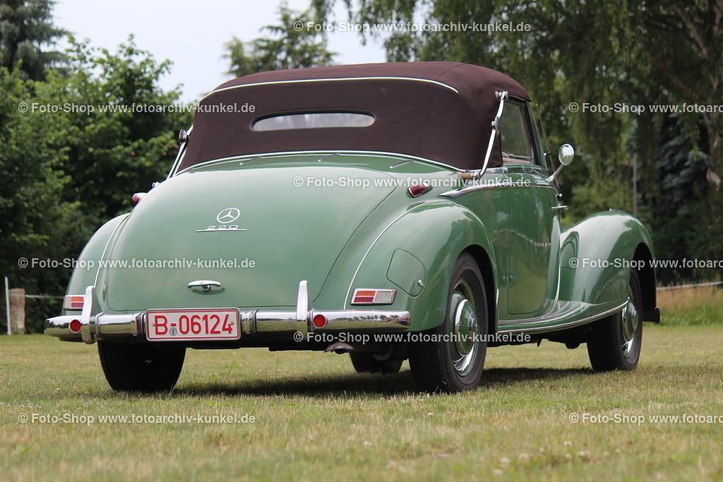 Mercedes-Benz 220 Cabriolet A 2 Türen, Baureihe W 187, 1951-1954 | Mercedes-Benz 220 Cabriolet A 2 Türen, Farbe: Grün, Baureihe W 187, Bauzeit des Cabriolet A: 1951-54, Hersteller: Daimler-Benz AG, BRD