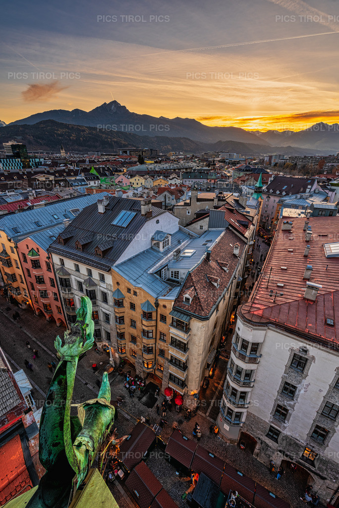 urban mountains sunset | Innsbruck in der Blauen Stunde