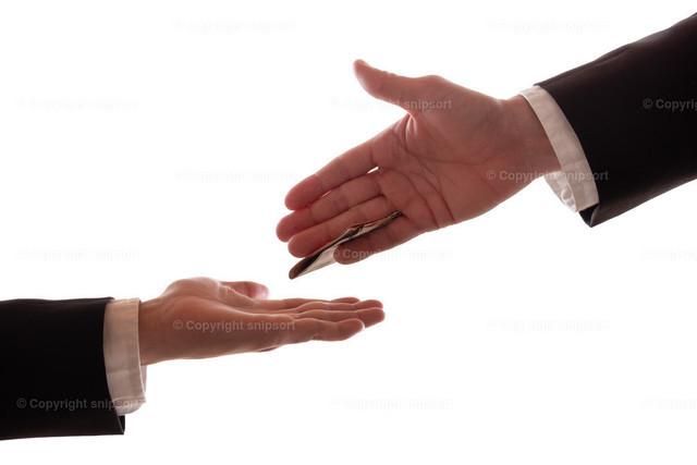 Bestechung | Konzept einer Bestechung zwischen zwei Geschäftspartnern.