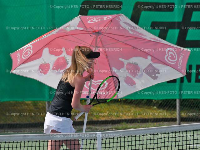 Tennis Damen (6er) Hessenliga TC Seeheim - TC Lorsch (1:6) 20190720 copyright by HEN-FOTO   Tennis Damen (6er) Hessenliga TC Seeheim - TC Lorsch (1:6) 20190720 Lisa Schulz (S) Windboe - trägt Schirm weg - copyright by HEN-FOTO Foto: Peter Henrich