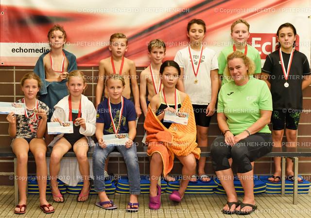 ECHO-Schwimmen Printausgabe 20191102 - copyright by HEN-FOTO   ECHO-Schwimmen Printausgabe 20191102 - Gruppe 5 Jg 2009 mit Andrea Herrmann (re) - copyright by HEN-FOTO - Foto: Peter Henrich
