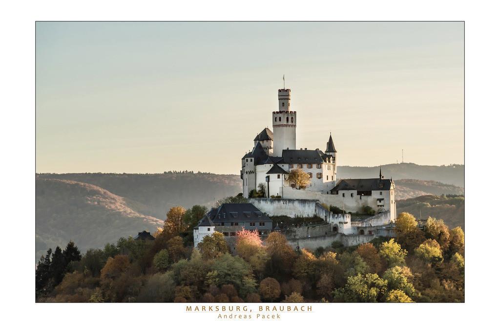 Marksburg, Braubach | Die Serie 'Leuchtender Rhein' zeigt den Rhein in leuchtenden Farben.