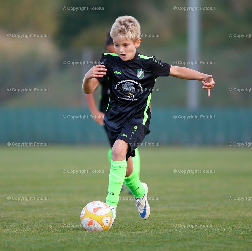 A_LUI27092021_16 | SPORT,FUSSBALL, FC WELS_SC HOERSCHING U 9 27.09.2021 IM BILD: SCHWARZ (HOERSCHING) UND ROT (FC WELS )FOTO:FOTOLUI