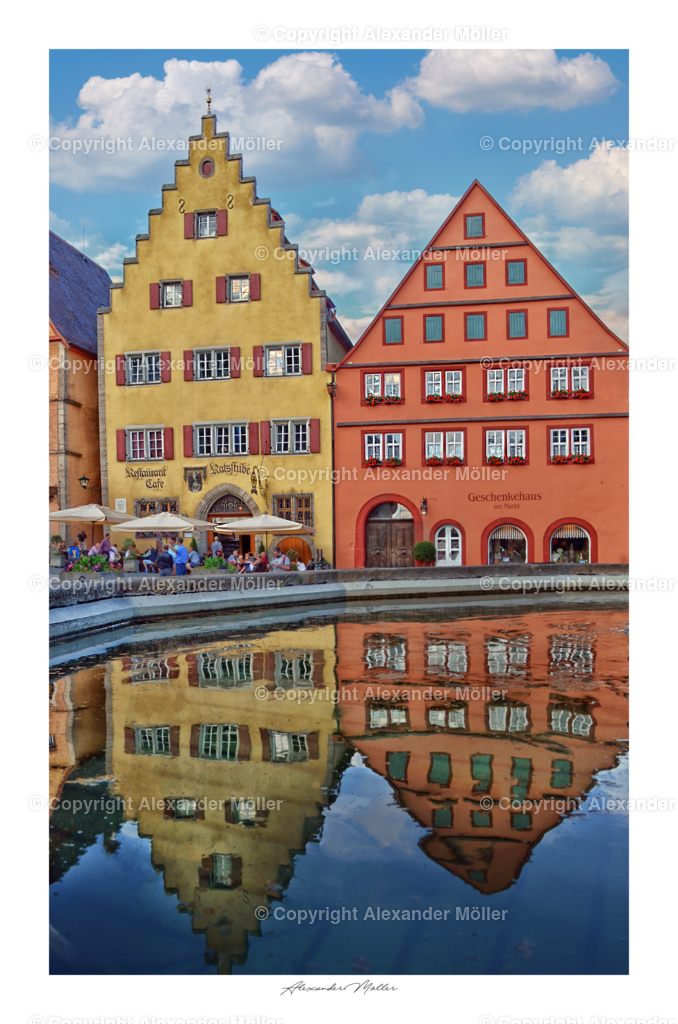 Rothenburg ob der Tauber No.26   Dieses Werk zeigt zwei Ehemalige Patrizierhäuser. Die beiden Gebäude Marktplaz 6 und 7 sind nach 1180 und 1400 dendrochronologisch datiert. Im Vordergrund der Schmuckbrunnen, sogenannter Georgs- bzw. Herterichbrunnen.