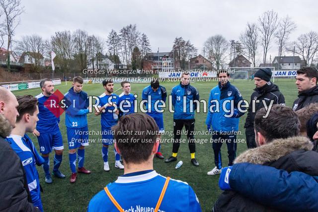 Mannschaftskreis SVCN | Foto des SVCN Rückrunden Vorbereitungsturnier-Finales zwischen SV Curslack-Neuengamme I. und Lüneburger SK Hansa I. am 27.01.2019 auf dem Kunstrasenplatz in Curslack.