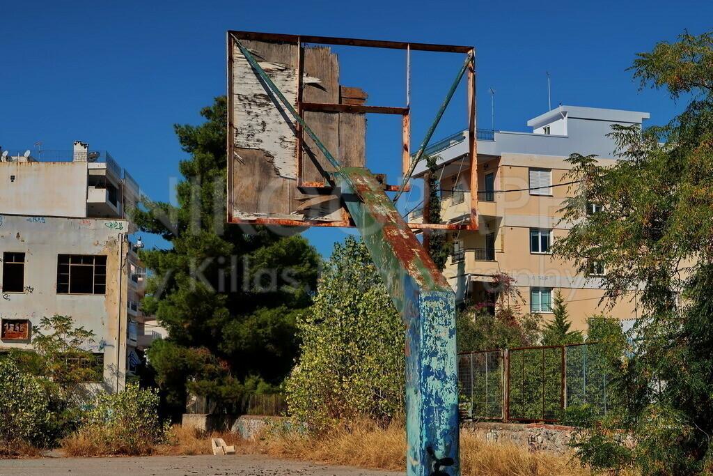 Verwaister Basketballkorb | Ein verlassener Basketballkorb in der griechischen Stadt Chalkida auf der Insel Euböa.