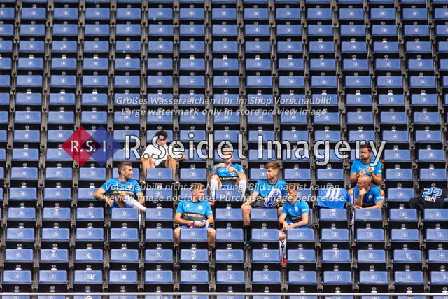 Fußball, Herren, Testspiel, Hamburger SV - FC Hansa Rostock, Volksparkstadion, 09.08.2020   Hansa Rostock Spieler auf der Ost-Tribüne