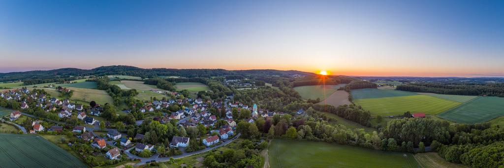 Sonnenuntergang über Kirchdornberg (Panorama) | Panorama eines Sonnenuntergangs über Kirchdornberg.