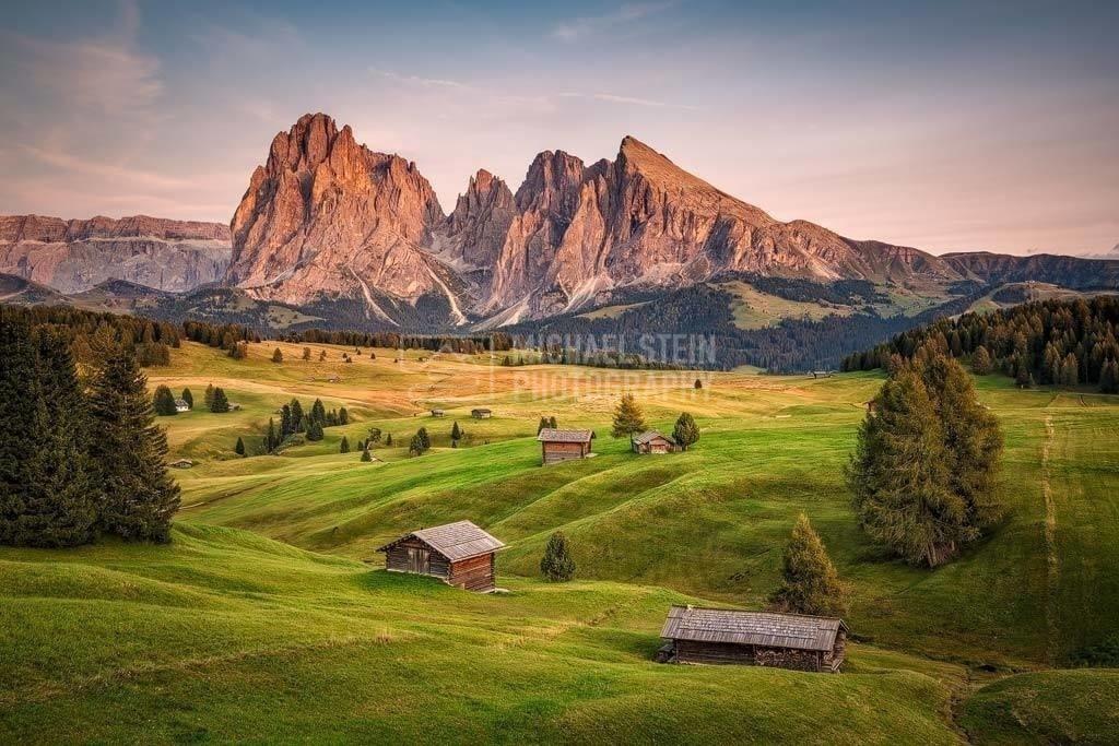 Italien - Seiser Alm bei Sonnenuntergang | Berge Langkofel und Plattkofel auf der Seiser Alm bei Sonnenuntergang
