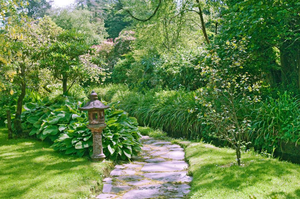 Best. Nr. lebensweg05   Gartenpfad, Lisselan Gardens, Co. Cork, Irland