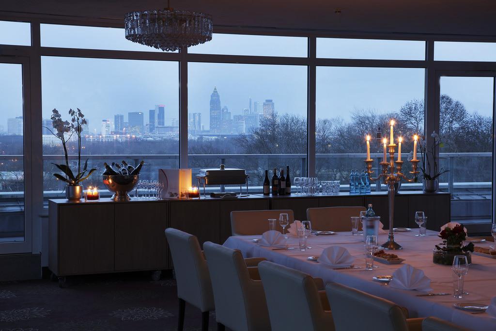 tagung-raum-skyline-01-h4-hotel-frankfurt-messe
