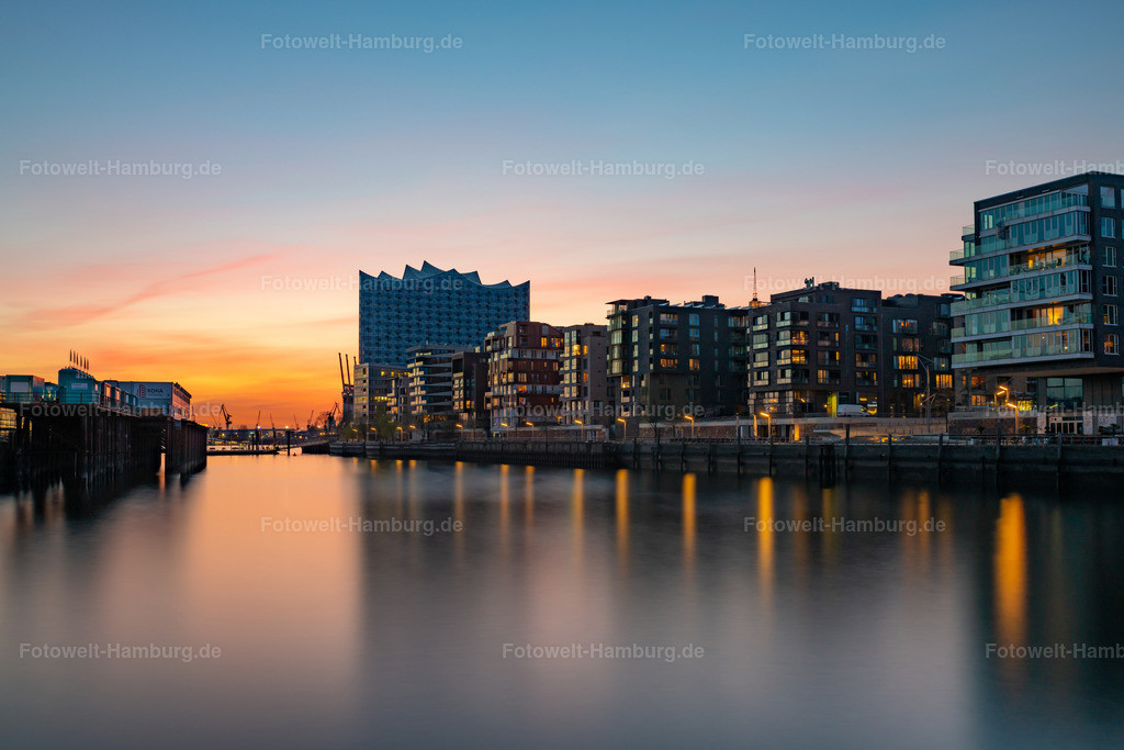 10200407 - Abendrot in der Hafencity | Blick über den Grasbrookhafen auf die Elbphilharmonie bei Abendrot.