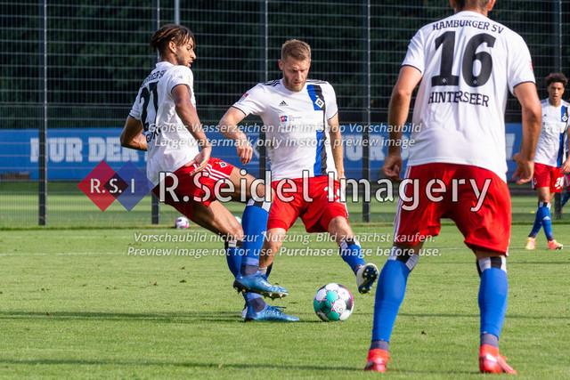 Fußball, Herren, Testspiel, Hamburger SV - FC Midtjylland, HSV-Trainingsplatz am Volksparkstadion, 20.08.2020   Josha Vagnoman (#27, HSV), Aaron Hunt (#14, HSV)