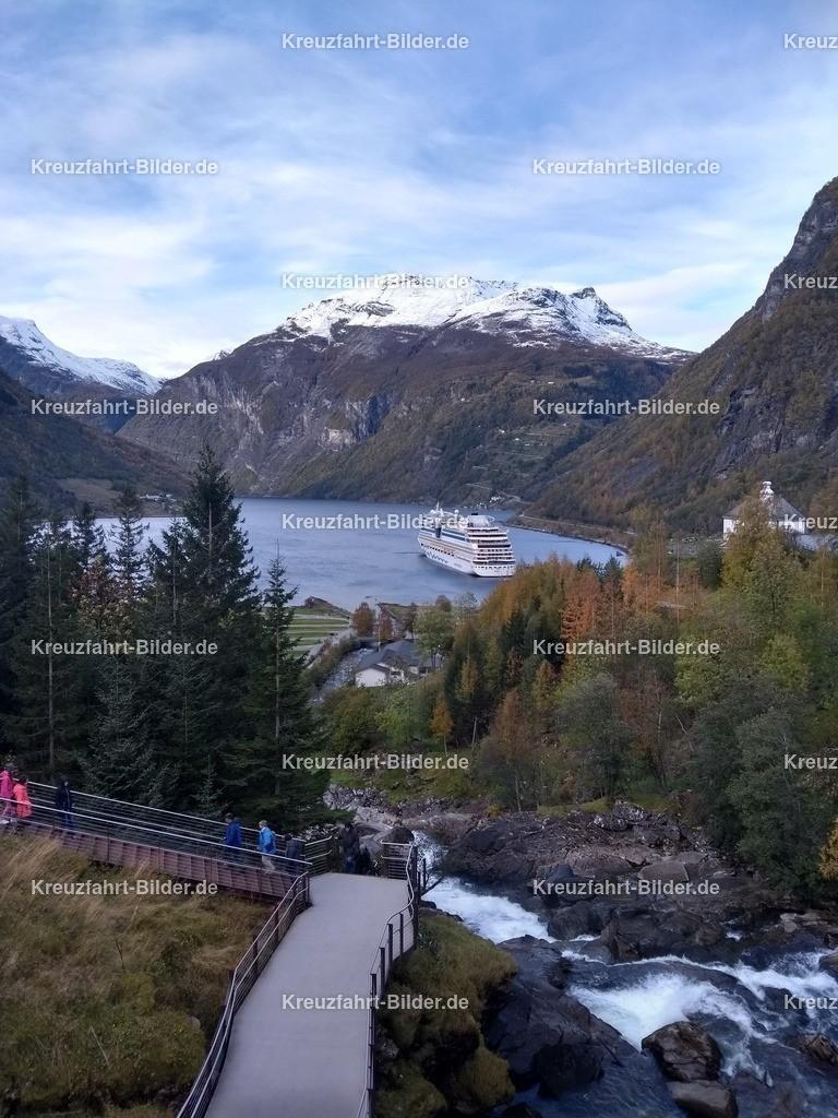 Geirangerfjord mit AIDAsol | AIDAsol im Geirangerfjord.
