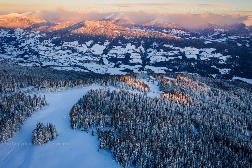 Sonnenaufgang über den Niederen Tauern | Im Vordergrund die Frauenalpe