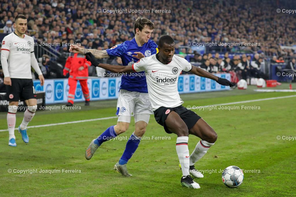 191215_schvssge_0056 | 15.12.2019 Fussball 1.Bundesliga, FC Schalke 04 - Eintracht Frankfurt  emspor  v.l.,  Benito Raman (FC Schalke 04),Evan Ndicka (Eintracht Frankfurt),Zweikampf, Action, Aktion, Battles for the Ball    (DFL/DFB REGULATIONS PROHIBIT ANY USE OF PHOTOGRAPHS as IMAGE SEQUENCES and/or QUASI-VIDEO)