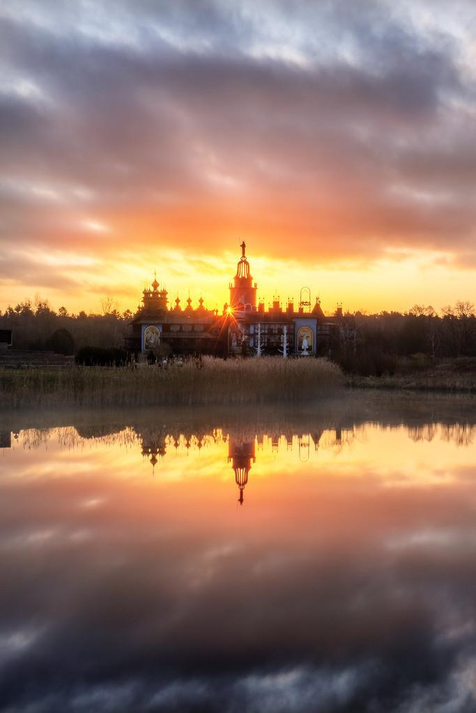 Sonnenstern im Glockenpalast am Morgen