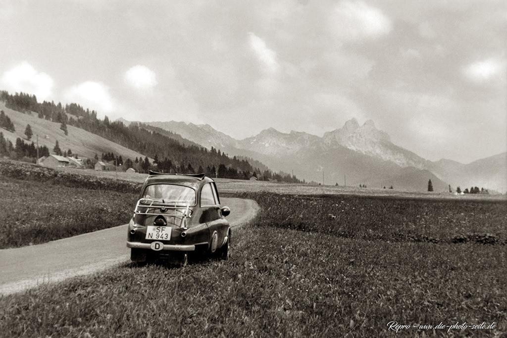 Isetta III | Isetta im Tannheimer Tal mit Blick auf rote Flüh und Gimpel