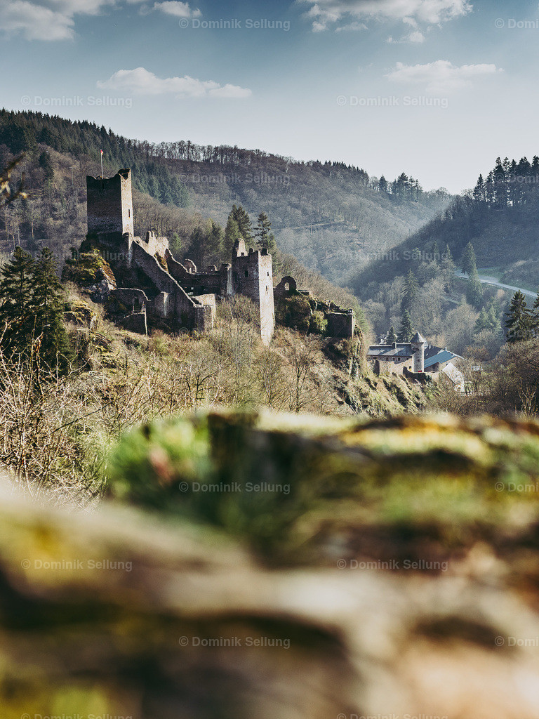 Orelü | Blick auf die Oberburg in Manderscheid