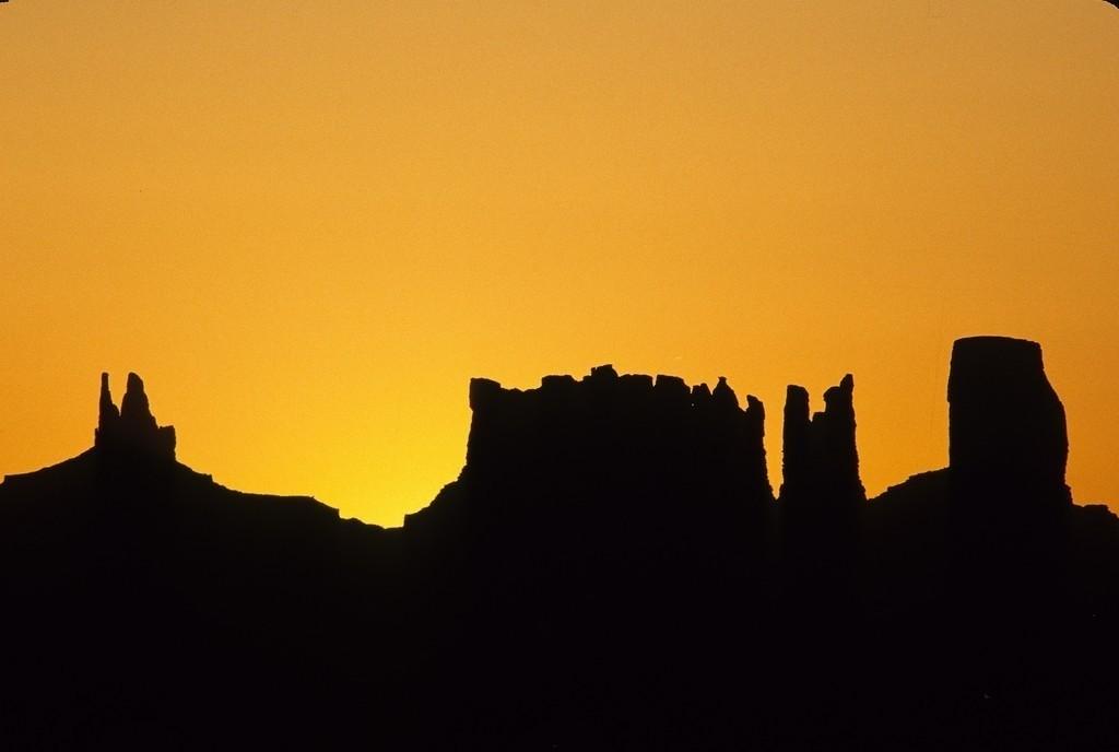JT030403-011.JPG | USA, Vereinigte Staaten von Amerika, Arizona: Monument Valley im Nordosten Arizonas. Grosses Tal mit gigantischen Monolithen im Gebiet der Navajo Indianer Reservation.