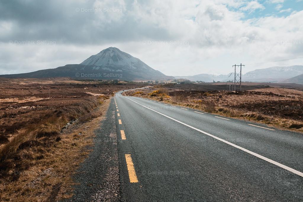 Listowel | Am Rande der Straße die auf Berge zu läuft