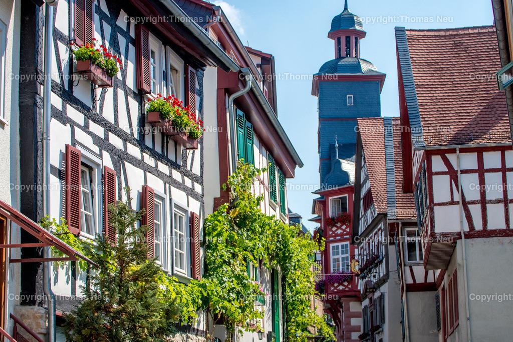 DSC_0580 | Blick in die malerische Altstadt von Heppenheim, zwischen den schmucken Fachwerkhäusern der Turm des historischen Rathauses,