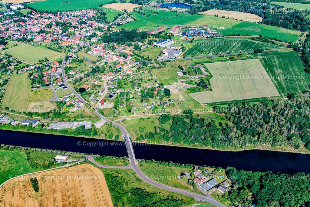 Parey_Elbe_Havel_Kanal_ELS_4665230620 | ELBE-PAREY 23.06.2020 Ortskern am Uferbereich des Elbe-Havel-Kanal - Flußverlaufes in Elbe-Parey im Bundesland Sachsen-Anhalt, Deutschland. // Village on the banks of the area Elbe-Havel-Kanal - river course in Elbe-Parey in the state Saxony-Anhalt, Germany. Foto: Martin Elsen