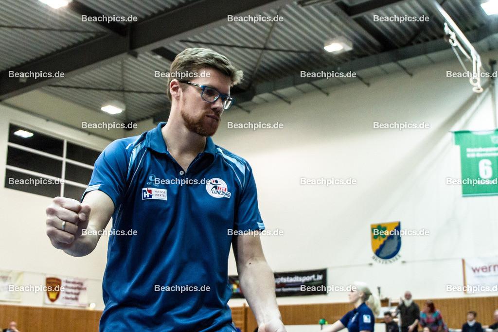 2016_140_BLM_Netzhoppers-Lüneburg | Jubel beim Gästetrainer Stefan Hübner (SVG Trainer)