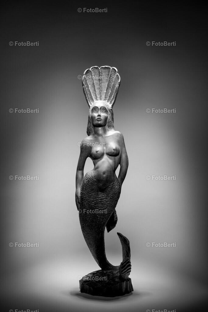 Afrikanische Holzschnittkunst | Diese Figur aus Ebenholz habe ich 1995 in Afrika gekauft. Eine großartige Holzschnittkunst.