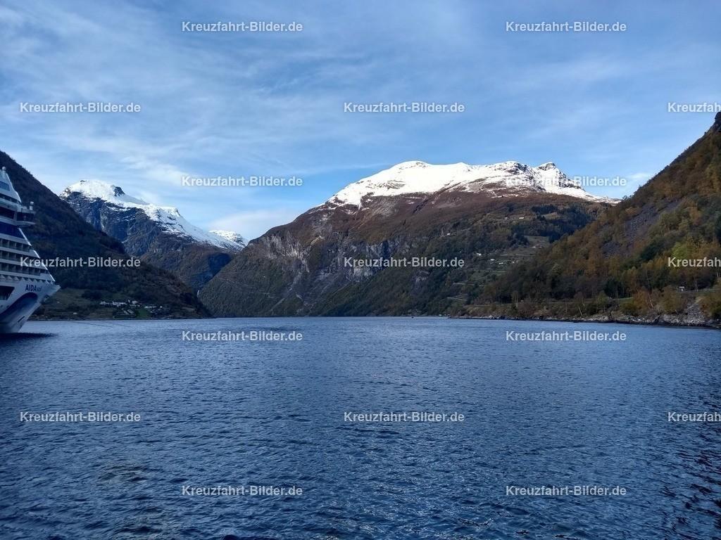 Geirangerfjord von Geiranger | Geirangerfjord von der AIDAsol aus gesehen
