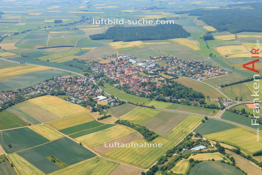 luftbild-sugenheim-2015-4680   Luftbild von  Sugenheim - Luftaufnahme wurde 2015 von https://frankenair.de mittels Flugzeug (keine Drohne) erstellt - die Geschenkidee