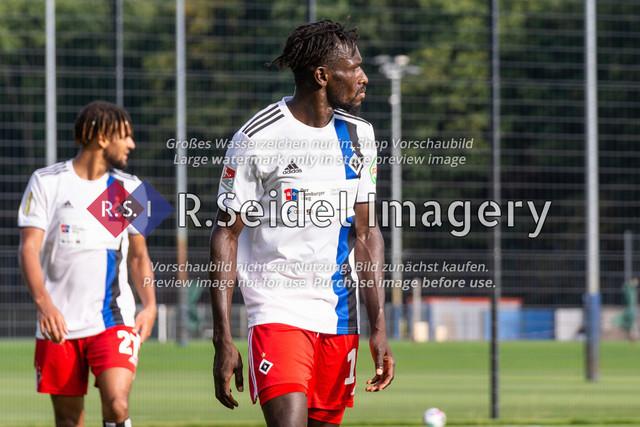 Fußball, Herren, Testspiel, Hamburger SV - FC Midtjylland, HSV-Trainingsplatz am Volksparkstadion, 20.08.2020 | Bakery Jatta (#18, HSV)