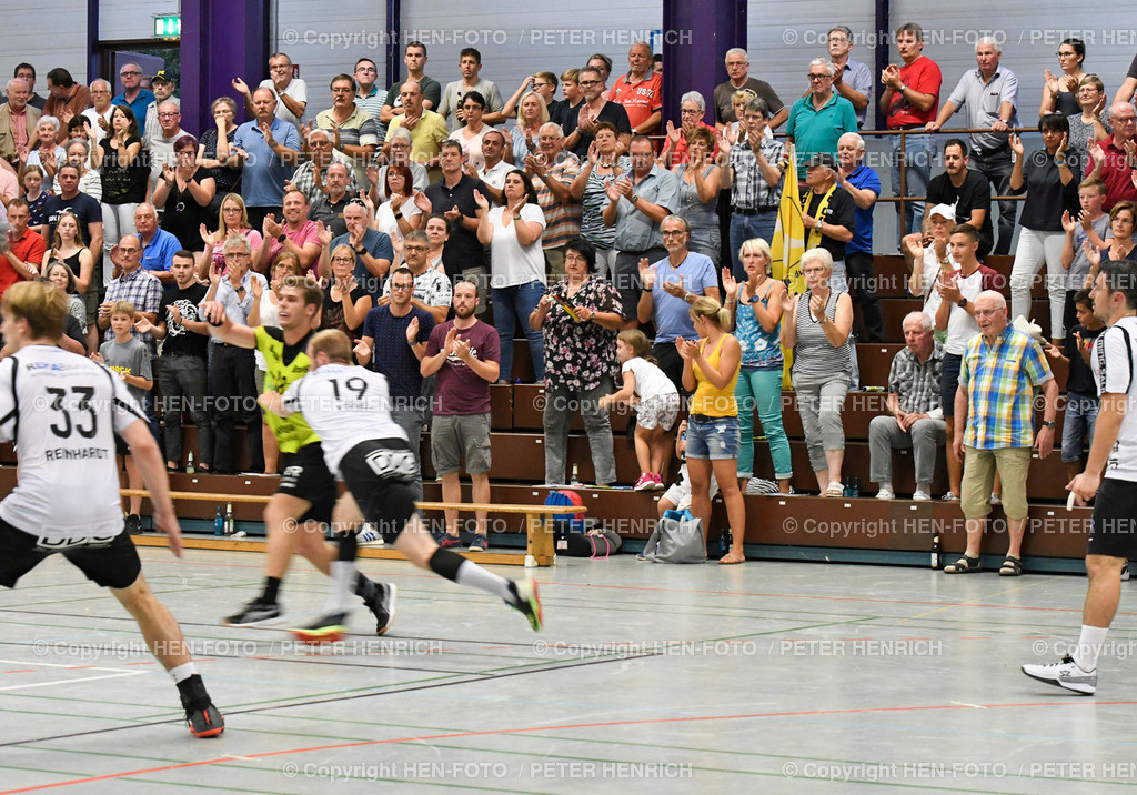 Handball Gross Bieberau Modau - Baunatal 20190824 copyright by HEN-FOTO | Handball 3. Liga Gross Bieberau Modau - Baunatal 20190824 - 2 min vor Abpfiff stehender Applaus - copyright by HEN-FOTO Foto: Peter Henrich