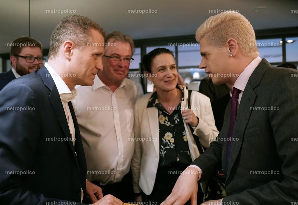 Milo Yiannopoulos im Gespräch mit Petr Bystron dabei auch Udo Hemmelgarn und Nicole Höchst (2)