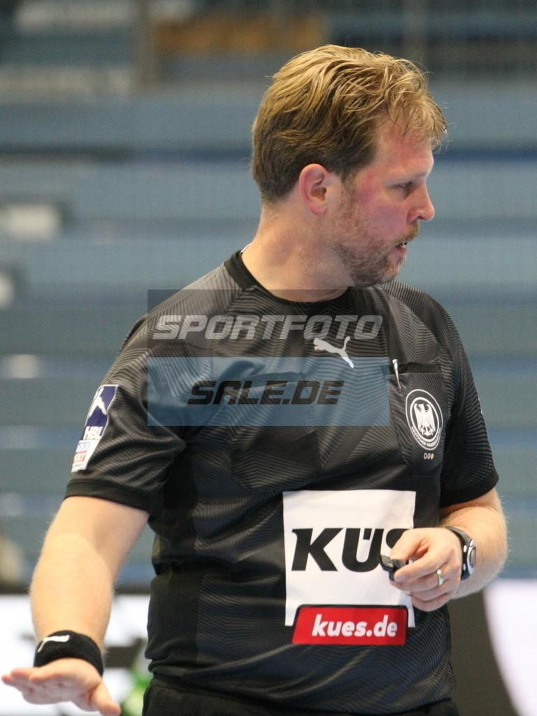 VFL Gummersbach - HSV Hamburg | Referee Martin Thone - © by Sportfoto-Sale.de