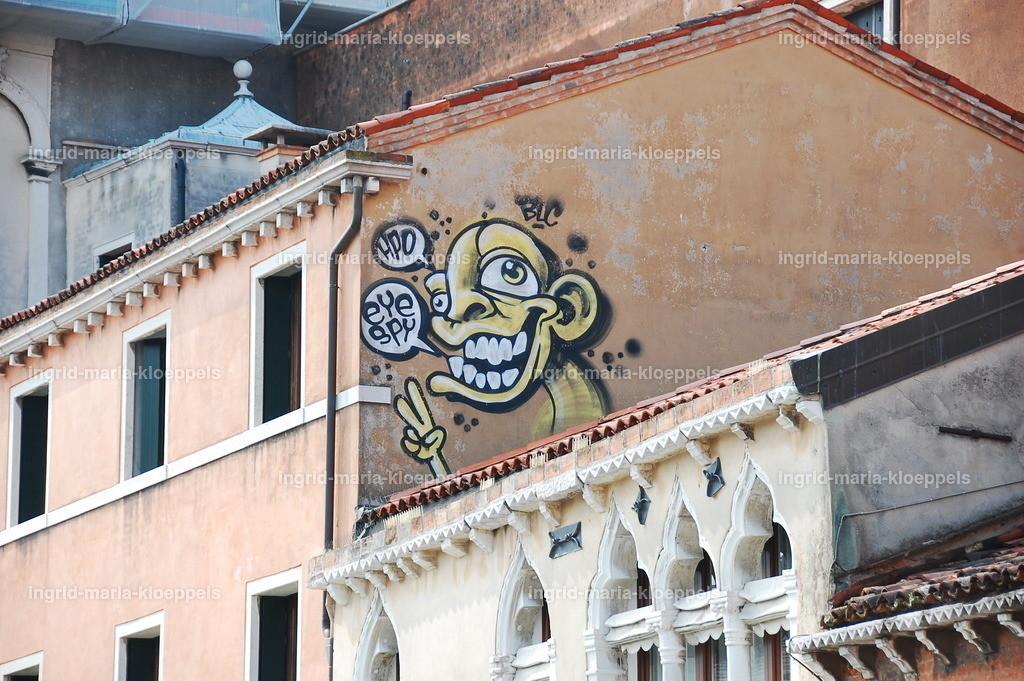 V007   Graffiti
