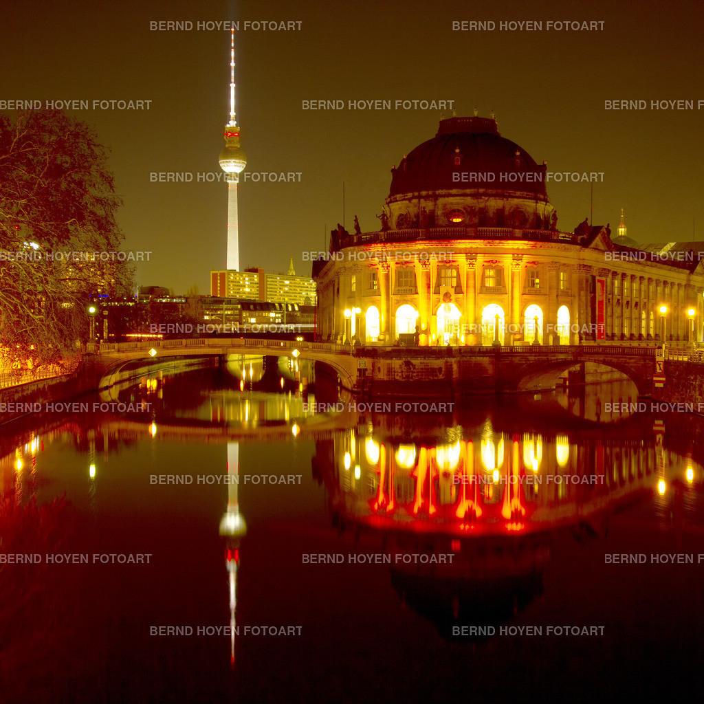 bode museum | Die Berliner Museumsinsel mit dem Bode-Museum, Deutschland. | The Berlin Museum Island with the Bode Museum, Germany.