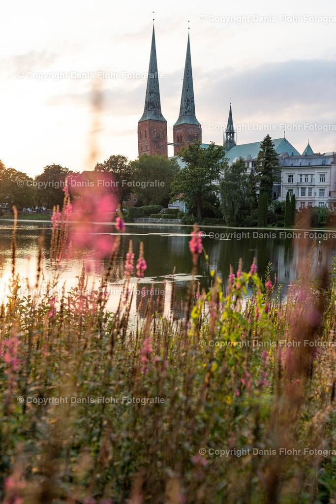 Dom zu Lübeck im Abendlicht | Der Dom zu Lübeck im Abendlicht, beschienen von der Sommersonne
