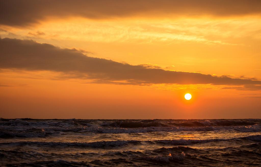 Strand in Booknis   Sonnenaufgang über der Ostsee in Booknis
