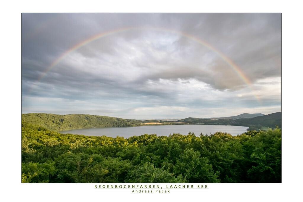 Regenbogenfarben, Laacher See | Die Serie 'Deutschlands Landschaften' zeigt die schönsten und wildesten deutschen Landschaften.