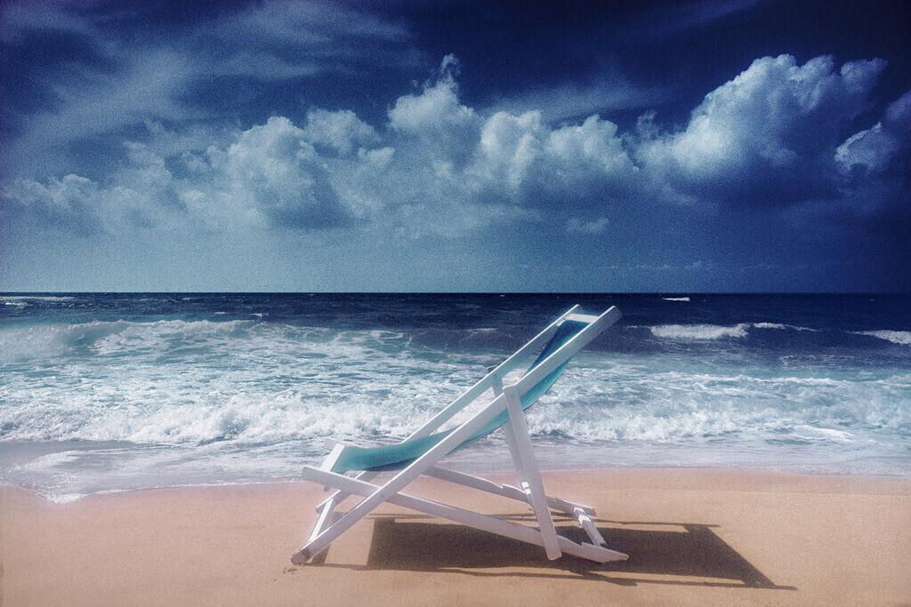 Strandleben | Liegestuhl am Strand, blauer Himmel, Wolken, Viareggio Italien