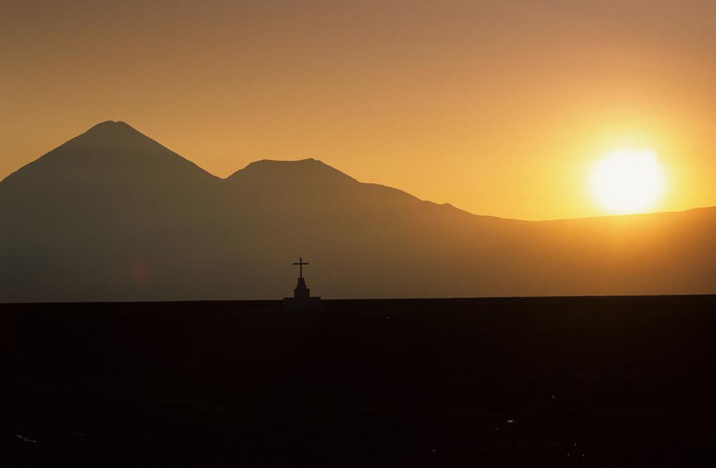 JT-040802-121.JPG | Chile Atacama Wüste, Vulcan, bei San Pedro di Atacama, Grab,