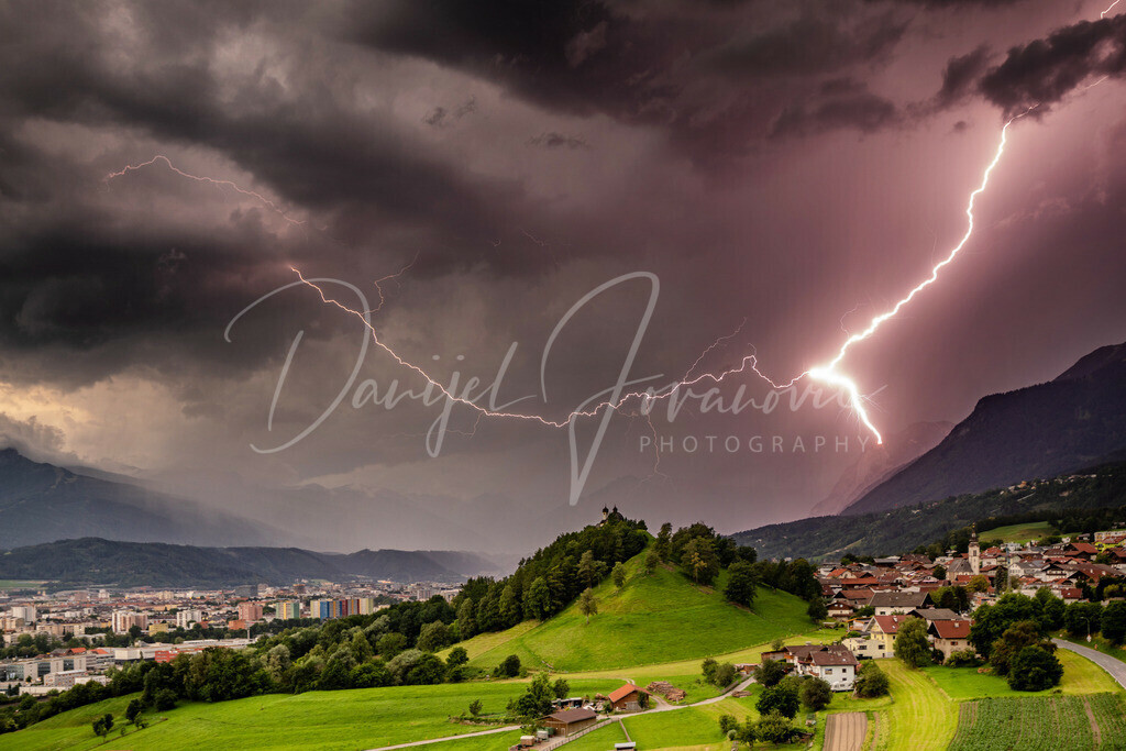 Gewitter in Innsbruck   Blitzeinschlag am Hechenberg