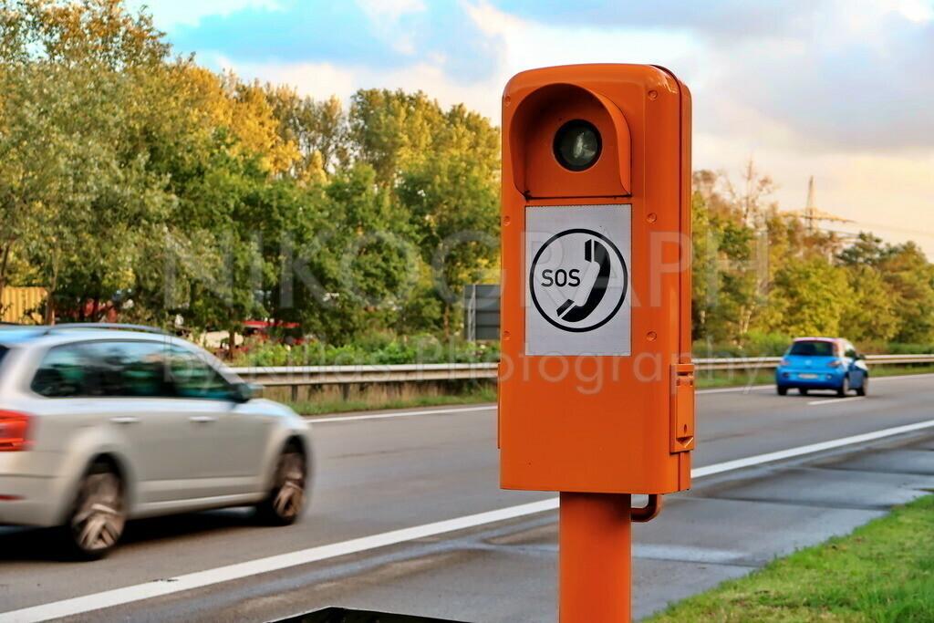 Notrufsäule    Eine Notrufsäule an der Autobahn bei Bremen