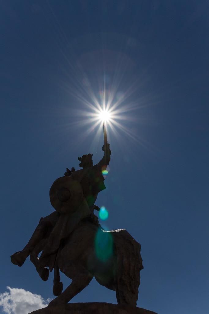 Statue mit Schwert
