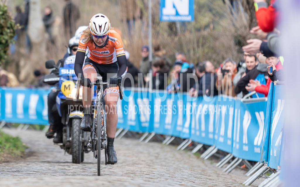 Oude Kwaremont, Belgium - April 1, 2018: Ronde van Vlaanderen, Women Elite   Oude Kwaremont, Belgium - April 1, 2018: Ronde van Vlaanderen, Women Elite, Photo: videomundum